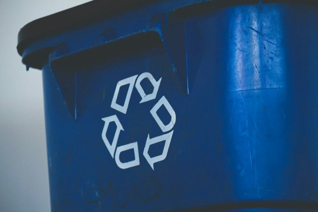 Box for plastics that can be recycled