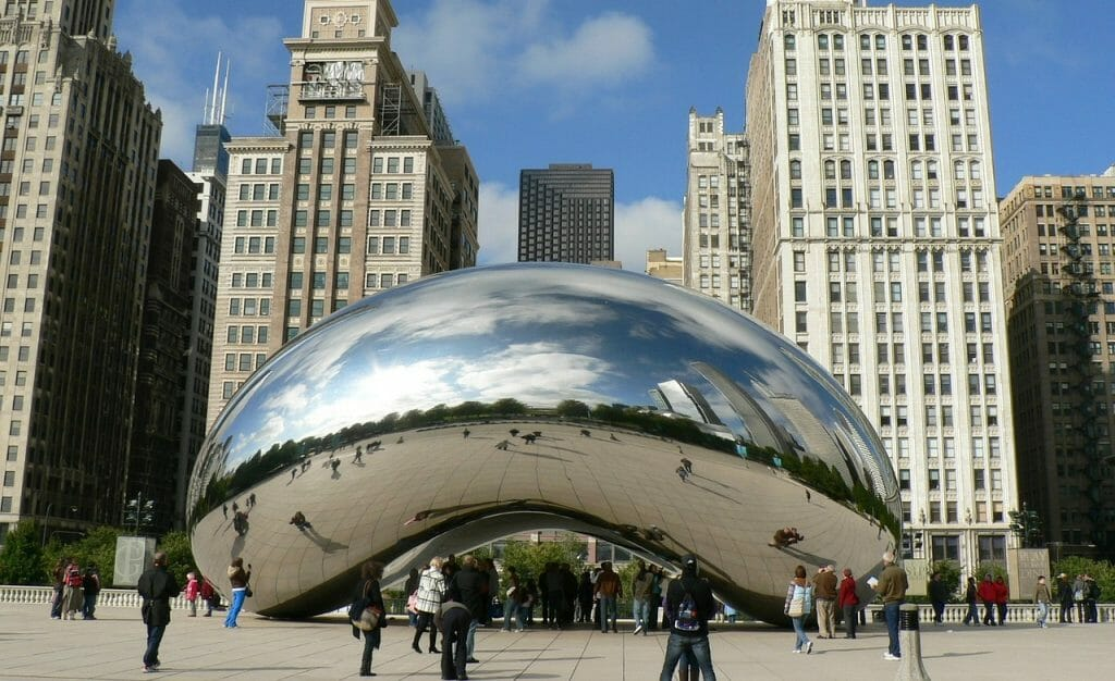 Cloud gate sculpture by Anish Kapoor